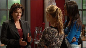 Lyn Scully, Elle Robinson, Carmella Cammeniti in Neighbours Episode 5114