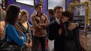 Carmella Cammeniti, Elle Robinson, Frazer Yeats, Paul Robinson, Lyn Scully in Neighbours Episode 5115