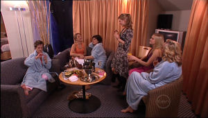 Susan Kennedy, Steph Scully, Lyn Scully, Elle Robinson, Janae Timmins, Janelle Timmins in Neighbours Episode 5116