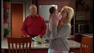 Harold Bishop, Kerry Mangel (baby), Sky Mangel in Neighbours Episode 5118