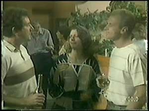 Anna Rossi, Jim Robinson, Max Ramsay in Neighbours Episode 0017