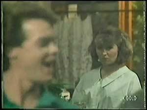 Paul Robinson, Julie Robinson in Neighbours Episode 0017