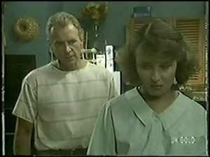Jim Robinson, Julie Robinson in Neighbours Episode 0017