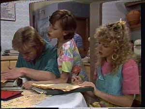 Charlene Mitchell, Lucy Robinson, Scott Robinson in Neighbours Episode 0415