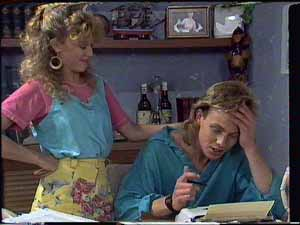 Charlene Mitchell, Scott Robinson in Neighbours Episode 0415