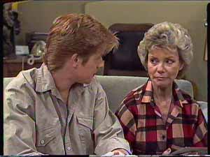 Clive Gibbons, Helen Daniels in Neighbours Episode 0416