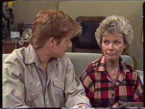 Clive Gibbons, Helen Daniels in Neighbours Episode 0416