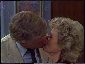 Gerard Singer, Helen Daniels in Neighbours Episode 0417