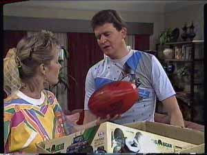 Des Clarke, Daphne Clarke in Neighbours Episode 0418