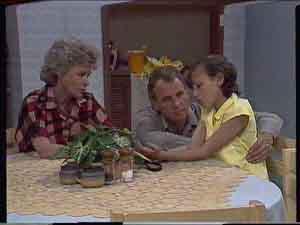 Helen Daniels, Jim Robinson, Lucy Robinson in Neighbours Episode 0418