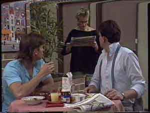 Mike Young, Daphne Clarke, Des Clarke in Neighbours Episode 0419