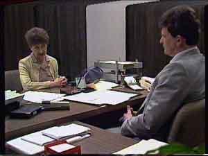 Nell Mangel, Des Clarke in Neighbours Episode 0420