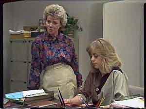 Helen Daniels, Jane Harris in Neighbours Episode 0420