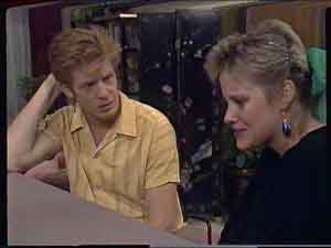 Clive Gibbons, Daphne Clarke in Neighbours Episode 0420