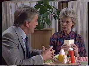 Gerard Singer, Helen Daniels in Neighbours Episode 0420