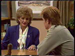 Clive Gibbons, Madge Mitchell in Neighbours Episode 0422