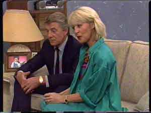 Gerard Singer, Rosemary Daniels in Neighbours Episode 0422
