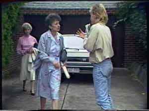 Helen Daniels, Nell Mangel, Scott Robinson in Neighbours Episode 0423