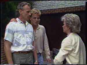 Jim Robinson, Scott Robinson, Helen Daniels in Neighbours Episode 0423