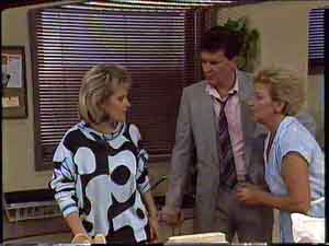 Daphne Clarke, Des Clarke, Eileen Clarke in Neighbours Episode 0424