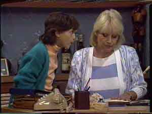 Lucy Robinson, Rosemary Daniels in Neighbours Episode 0424