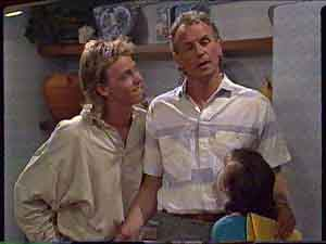 Scott Robinson, Jim Robinson, Lucy Robinson in Neighbours Episode 0424