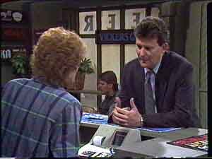 Madge Bishop, Des Clarke in Neighbours Episode 0425