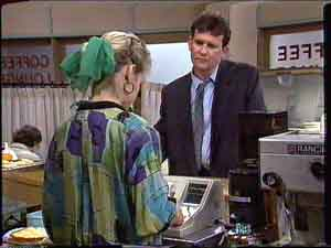 Daphne Clarke, Des Clarke in Neighbours Episode 0425