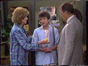 Madge Bishop, Nell Mangel, Harold Bishop in Neighbours Episode 0425
