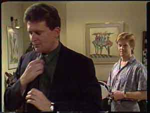 Des Clarke, Clive Gibbons in Neighbours Episode 0425