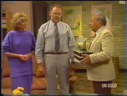 Madge Bishop, Harold Bishop, Rob Lewis in Neighbours Episode 0475