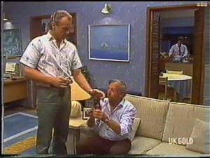 Jim Robinson, Rob Lewis in Neighbours Episode 0477