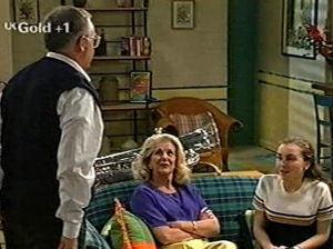 Harold Bishop, Madge Bishop, Debbie Martin in Neighbours Episode 2918