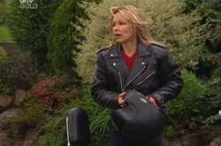 Steph Scully in Neighbours Episode 4336