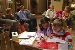 Boyd Hoyland, Max Hoyland, Harold Bishop, Izzy Hoyland, Summer Hoyland, Lisa Jeffries, Sky Mangel in Neighbours Episode 4339