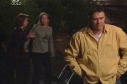 Lyn Scully, Steph Scully, Joe Scully in Neighbours Episode 4341