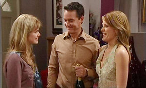 Elle Robinson, Paul Robinson, Izzy Hoyland in Neighbours Episode 4811