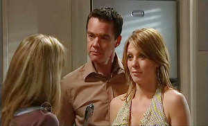 Elle Robinson, Paul Robinson, Izzy Hoyland in Neighbours Episode 4812
