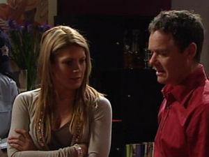 Izzy Hoyland, Paul Robinson in Neighbours Episode 4895