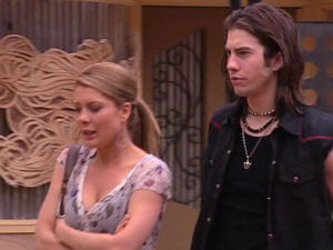 Izzy Hoyland, Dylan Timmins in Neighbours Episode 4895