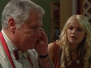 Lou Carpenter, Sky Mangel in Neighbours Episode 4895