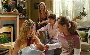 Summer Hoyland, Janae Timmins, Izzy Hoyland, Charlie Hoyland, Lyn Scully in Neighbours Episode 4935