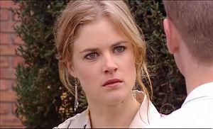 Elle Robinson in Neighbours Episode 5096