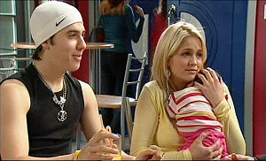 Stingray Timmins, Sky Mangel, Kerry Mangel (baby) in Neighbours Episode 5108