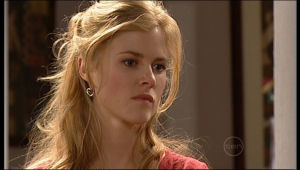 Elle Robinson in Neighbours Episode 5137