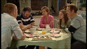 Boyd Hoyland, Karl Kennedy, Susan Kennedy, Summer Hoyland, Max Hoyland in Neighbours Episode 5146