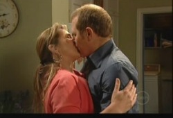 Steph Scully, Max Hoyland in Neighbours Episode 5148