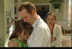 Summer Hoyland, Max Hoyland, Steph Scully in Neighbours Episode 5150