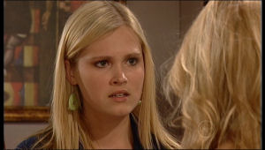 Janae Timmins, Elle Robinson in Neighbours Episode 5152
