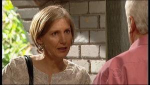 Sandy Allen, Lou Carpenter in Neighbours Episode 5155